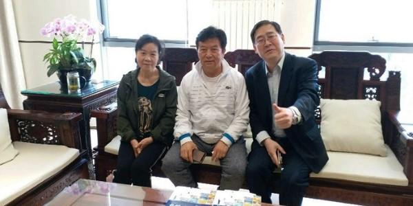 北京照明电器协会陈瑞福会长平易近人亲切接待新会员!